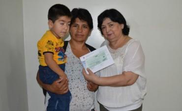 Se entregó ayuda económica para el tratamiento médico de un menor