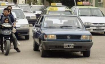Comenzaron los operativos contra los taxis y radiotaxis ilegales