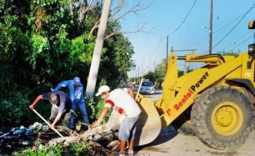 Servicios Públicos comenzó el movimiento de suelos en los sectores afectados por las lluvias