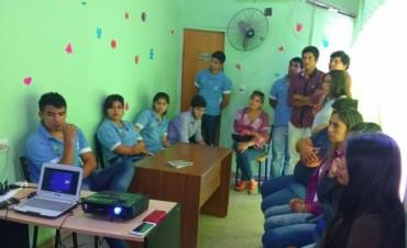 Integrantes de la Juventud se capacitan en cuidados de salud física y emocional