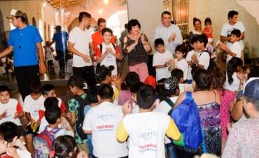 Más de 200 niños compartieron un refrigerio con autoridades municipales en la Colonia de Vacaciones