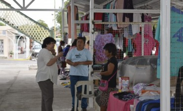 """Continúa el armado de la estructura que alojará a los vendedores de """"La Feria"""""""