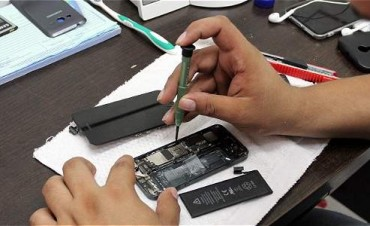 Con gran número de asistentes comenzaron los talleres gratuitos de folclore y reparación de celulares