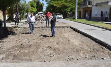 El intendente Mirolo supervisó la reparación de pavimento en Pueyrredón y Lavalle