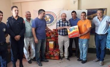 El intendente Mirolo visitó el cuartel de Bomberos Voluntarios y entregó presentes en Fin de año