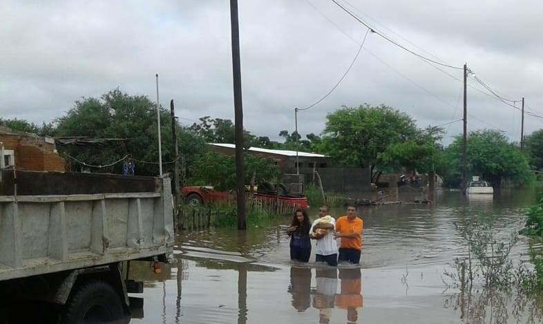 Intenso trabajo del Comité de Emergencia para asistir a los vecinos damnificados por las lluvias