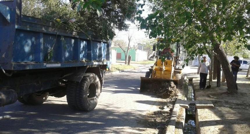 Se intensificaron los operativos de limpieza en los barrios bandeños