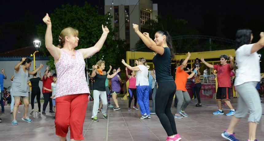 """Con una gran movida en Plaza Belgrano se lanzó el programa municipal """"Verano sano"""""""