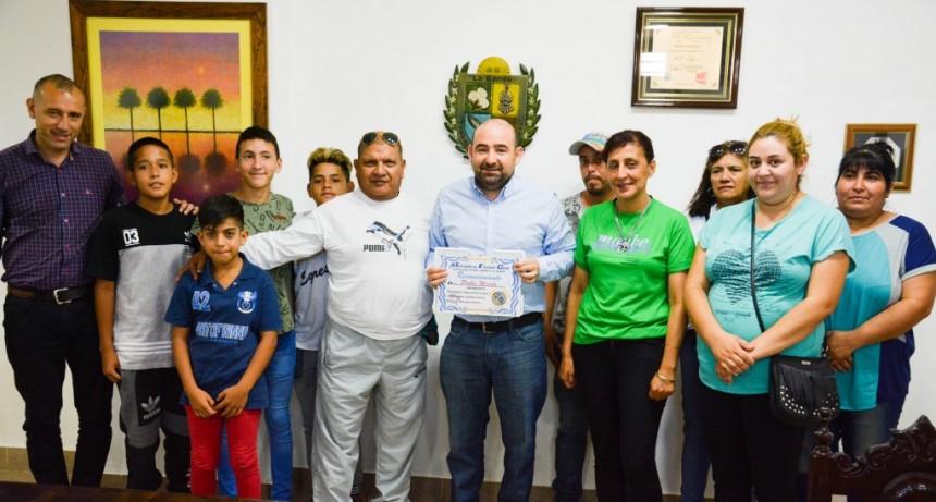 El intendente Mirolo recibió a los jugadores de la Escuela Matadero Fútbol Club