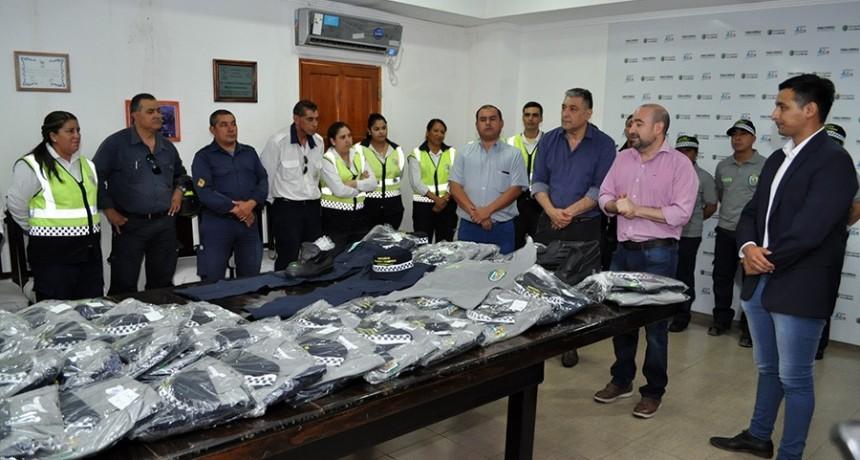 El intendente Mirolo entregó uniformes al personal de la Dirección de Tránsito