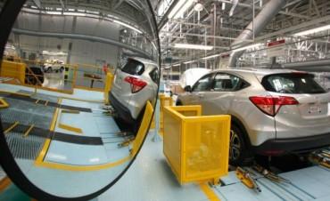 Brasil buscará firmar un acuerdo de libre comercio de autos con la Argentina