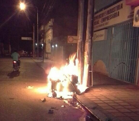 Repudio contra una nueva quema de contenedores de basura