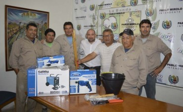 El intendente Mirolo entregó herramientas a la Unidad Operativa de Servicios Público