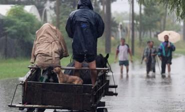 Santa Fe: por las fuertes lluvias, suspendieron actividades y el tránsito está restringido
