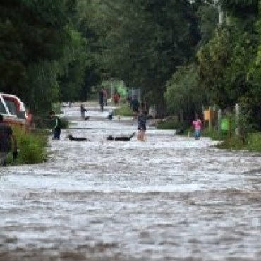 En Córdoba y Santa Fe, algunos barrios están bajo el agua y sin habitantes