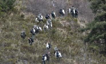 Germanwings: el copiloto inició el descenso, no dejó entrar al comandante y quiso