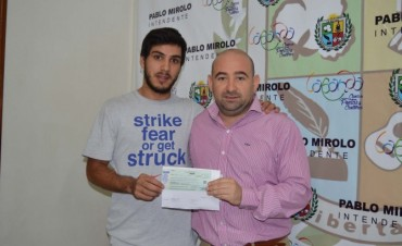 El municipio entregó una ayuda económica a un atleta bandeño