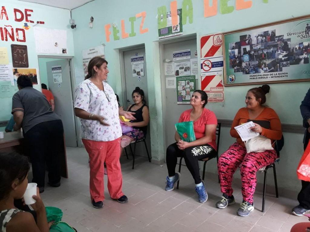 Dictan una charla para embarazadas en el Camm Nº 2 del Bº San Fernando