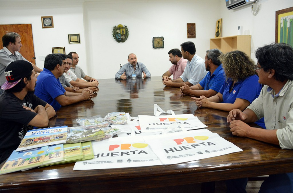 El intendente diagramó la entrega de semillas para el fortalecimiento de las huertas familiares