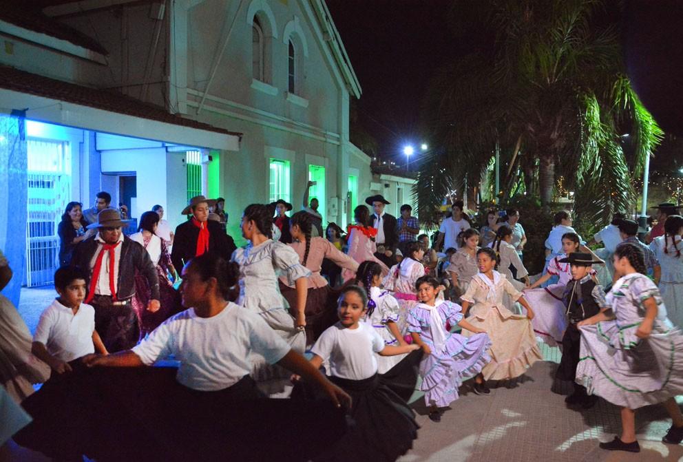 Imponente espectáculo de danzas en la apertura del ciclo 2018 de la Escuela Municipal de Folclore