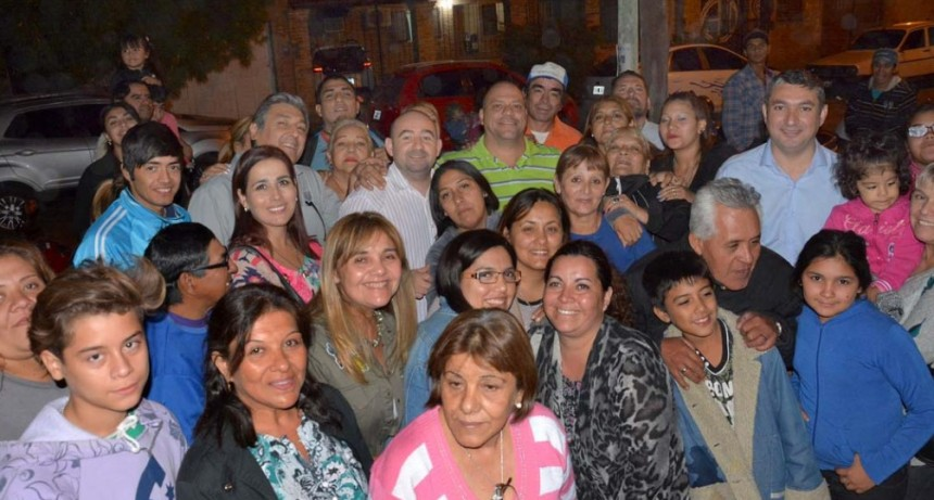 Vecinos de los barrios Primero de Mayo y La Isla coordinan tareas con las autoridades municipales