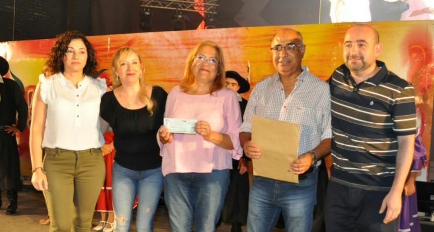 El intendente Mirolo entregó en la primera noche del festival una importante ayuda a Asaim