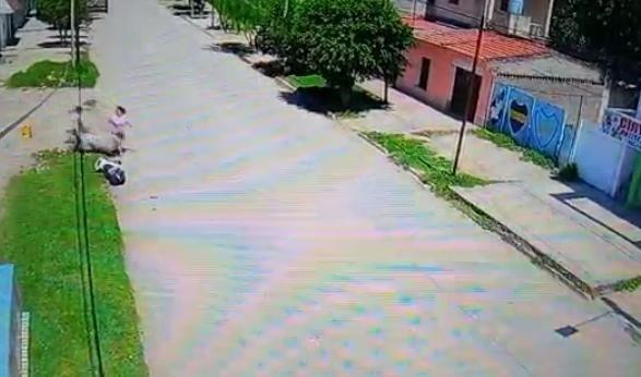 Alerta Banda filmó a vecinos bandeños arrojando residuos en la vía pública