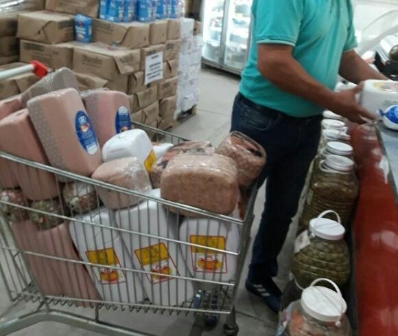 Calidad de Vida Municipal decomisó más de 200 kilos de comestibles en dos supermercados