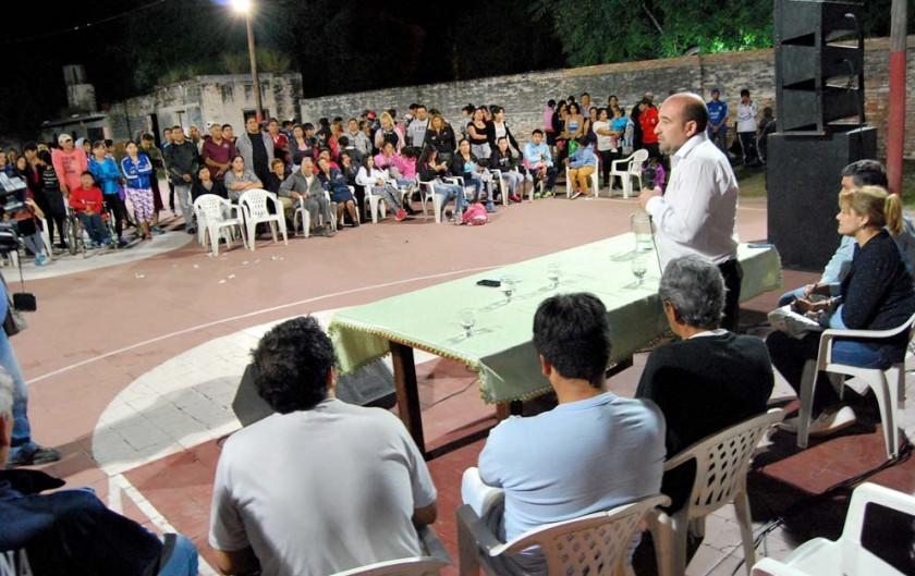 Entregan ayuda económica al Club Social Deportivo Huaico Hondo