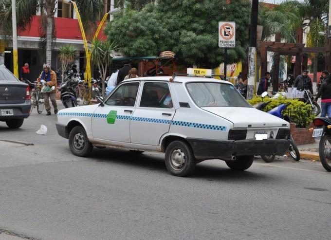 Detectan empresa de taxis con gran número de unidades en falta