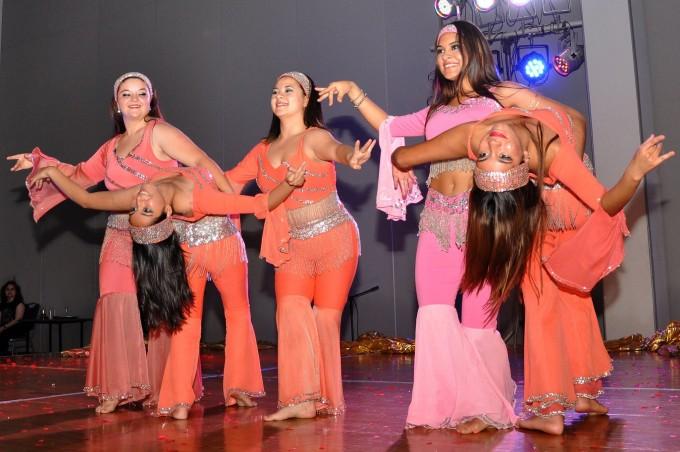 El Renzi celebra el Día Internacional de la danza junto a la academia de Yesmín Llebeili