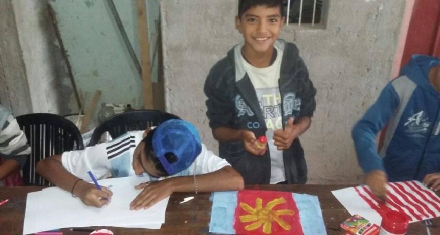 El municipio realizó un taller de arte para niños en un comedor del Bº 25 de Mayo