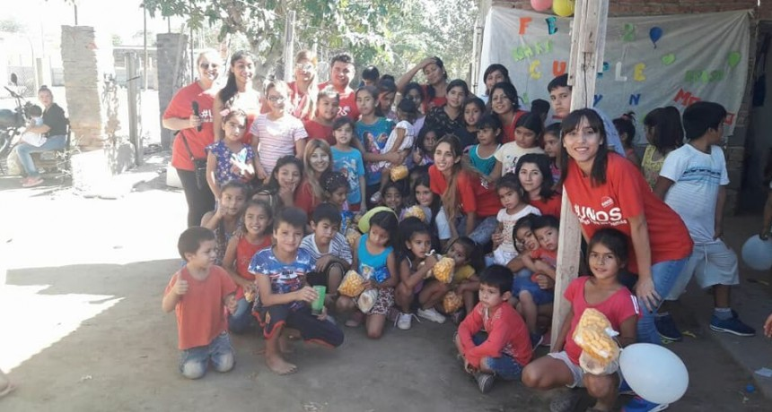 Jóvenes municipales llegan a los barrios con diferentes actividades