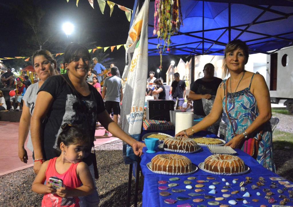 Exitoso carnaval y feria itinerante convocó a cientos de vecinos en la Plaza Mauricio Rojas