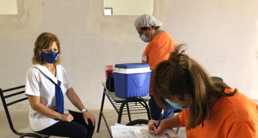 Inició la vacunación contra el Covid-19 a docentes municipales bandeños