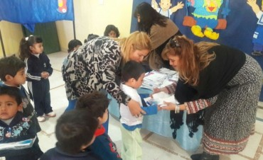 La comuna entrega indumentaria escolar a los jardines de infantes municipales