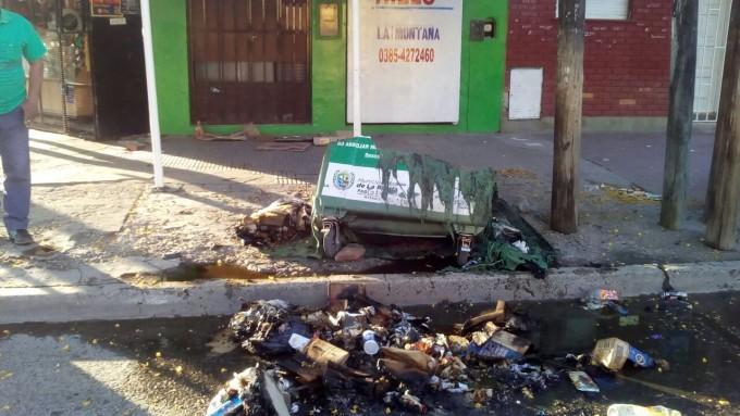 Indignación generalizada por la destrucción de más contenedores en pleno centro de La Banda