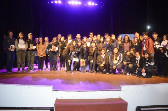 """El Colegio Jesús El Maestro se quedó con el primer premio del III Concurso Literario """"Mentes santiagueñas"""""""