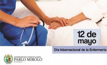 El intendente Pablo Mirolo saluda a los enfermeros en su día