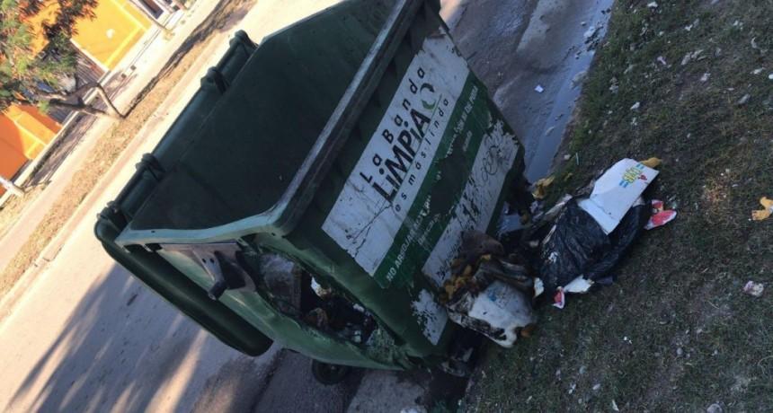 Otro contenedor quemado genera repudio en vecinos y de autoridades bandeños