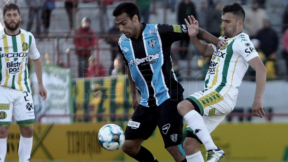 Central Córdoba y Almagro juegan el partido de ida de semifinales