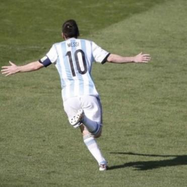 Cuando agonizaba el partido, Messi le dio una ajustada victoria a la Selección ante Irán