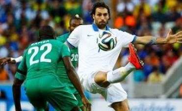Con un penal agónico, Grecia le ganó a Costa de Marfil y avanzó a los octavos de final del Mundial