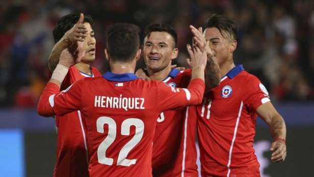 Chile goleó a Bolivia en Santiago y se quedó con la cima del grupo