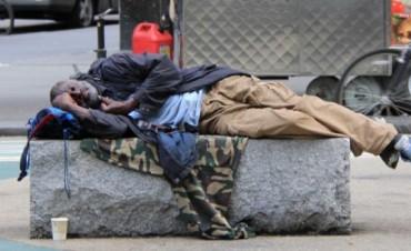Insólito: multas de hasta 1.300 euros para homeless en Londres por mendigar o dormir en la calle
