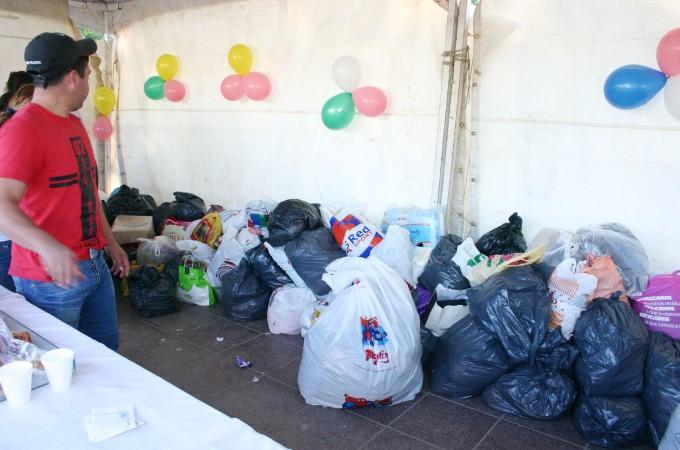 Se realizó una exitosa colecta de ropa y calzados en la plaza Belgrano