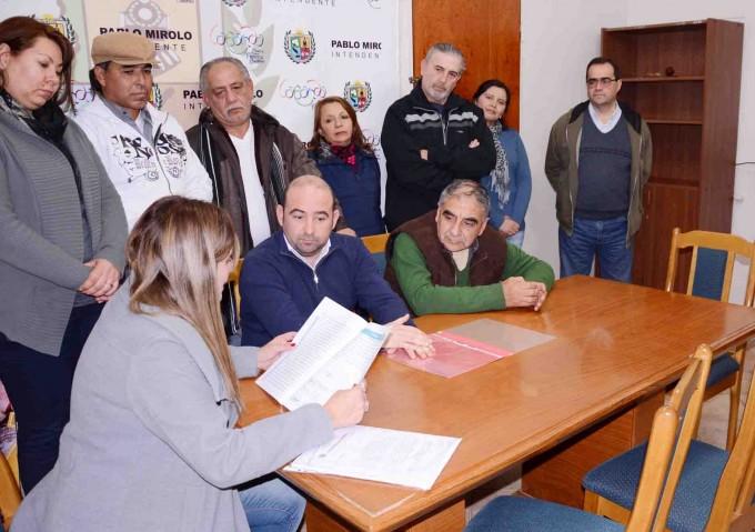 El intendente articula acciones con los gremios para beneficiar a los municipales