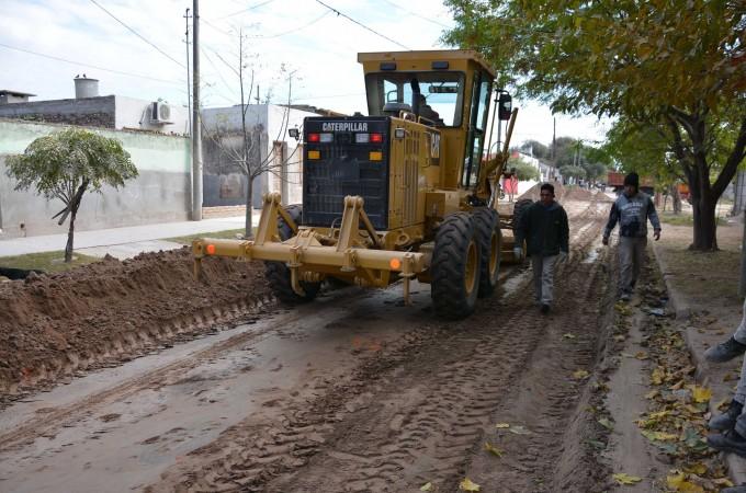 Intensa labor de limpieza y mejoramiento de calles en seis barrios