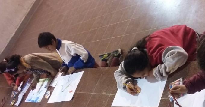 Amplia concurrencia de niños al taller de dibujo y pintura infantil
