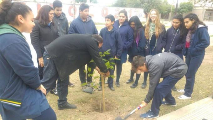La comuna celebra el Día Mundial del Árbol plantando nuevas especies en la ciudad